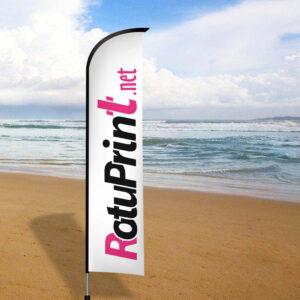 bandera publicitario modelo surf en la playa